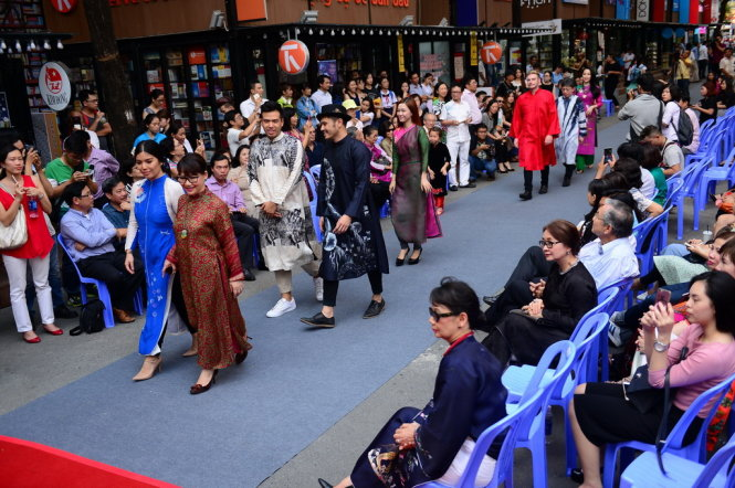 Tuần lễ áo dài và tưởng niệm Trịnh Công Sơn tại đường sách